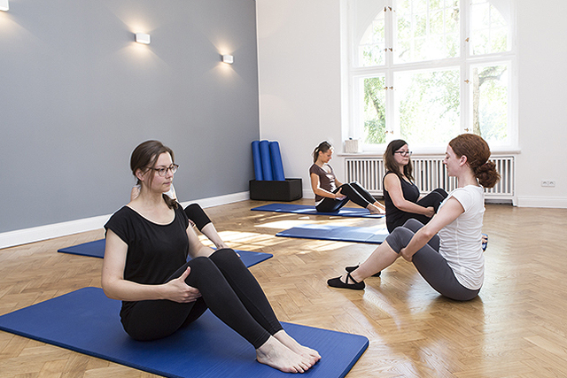 Mattengruppentraining Pilates in Charlottenburg