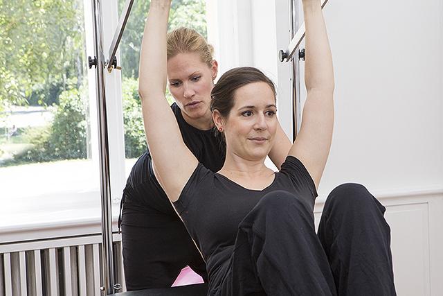 Persönliche Betreuung im frisch-Pilates-Solo-Training Berlin Charlottenburg